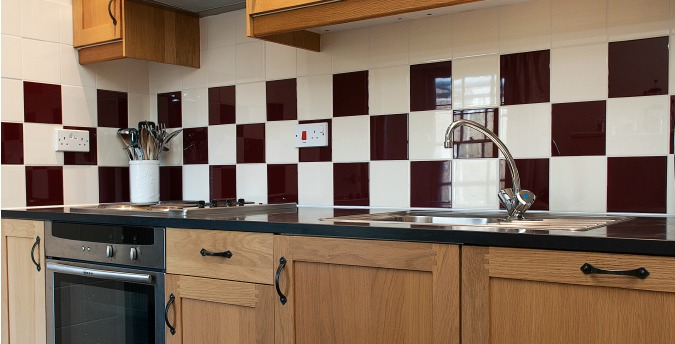 Kitchen of Rose Cottage - a pet friendly holiday cottage at Rosemoor in Pembrokeshire, South West Wales (2)