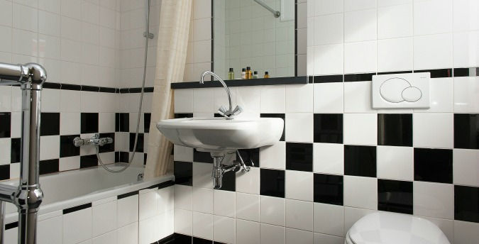 First bathroom 2.jpg