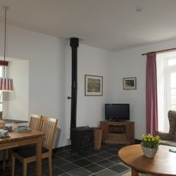 Rose Cottage - a pet friendly holiday cottage at Rosemoor in Pembrokeshire, South West Wales (2)